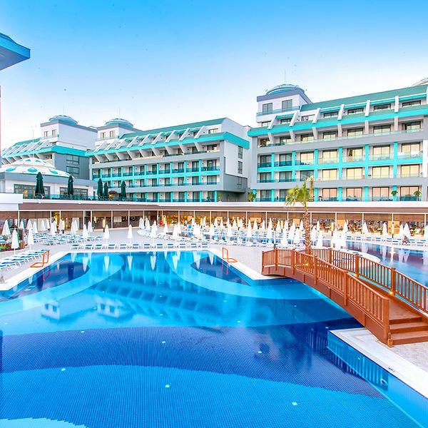 sensitive premium resort spa 985822354 600 600